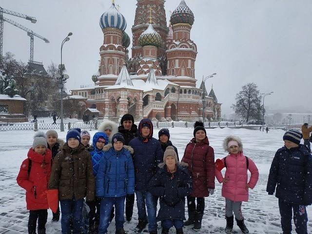 Гостей встречают «Снегири»