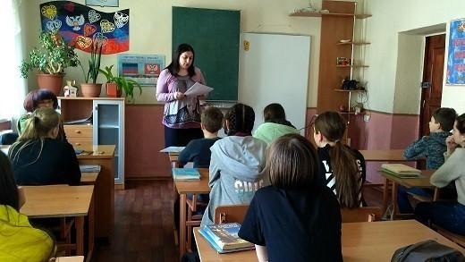 Начальник Ясиноватского управления юстиции прочла лекцию для школьников