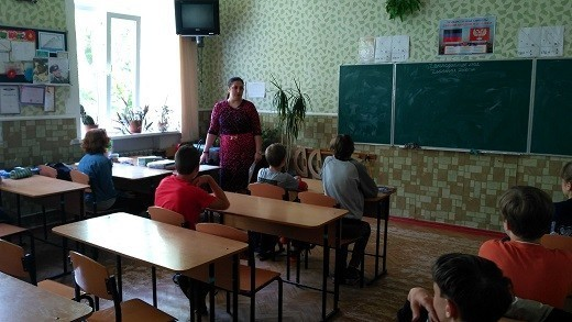 Начальник Ясиноватского управления юстиции рассказала школьникам о культурных традициях народов Донбасса