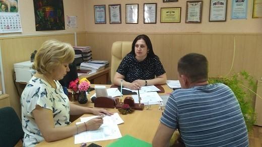 Начальник Ясиноватского управления юстиции провел встречу по вопросу государственной регистрации НПА