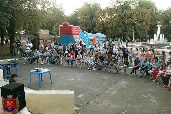 В городе Ясиноватая состоялся просмотр фильма под открытым небом «ДОНБАСС.ОКРАИНА»