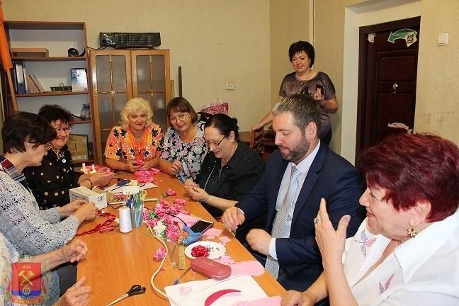 Глава администрации Шевченко Д.С. с рабочим визитом посетил Ясиноватскую городскую организацию женщин