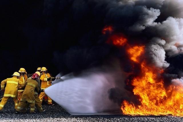Государственный пожарно-спасательный отряд г. Ясиноватая МЧС ДНР  предлагает тебе запомнить простейшие правила, которые помогут спастись от огня и дыма!