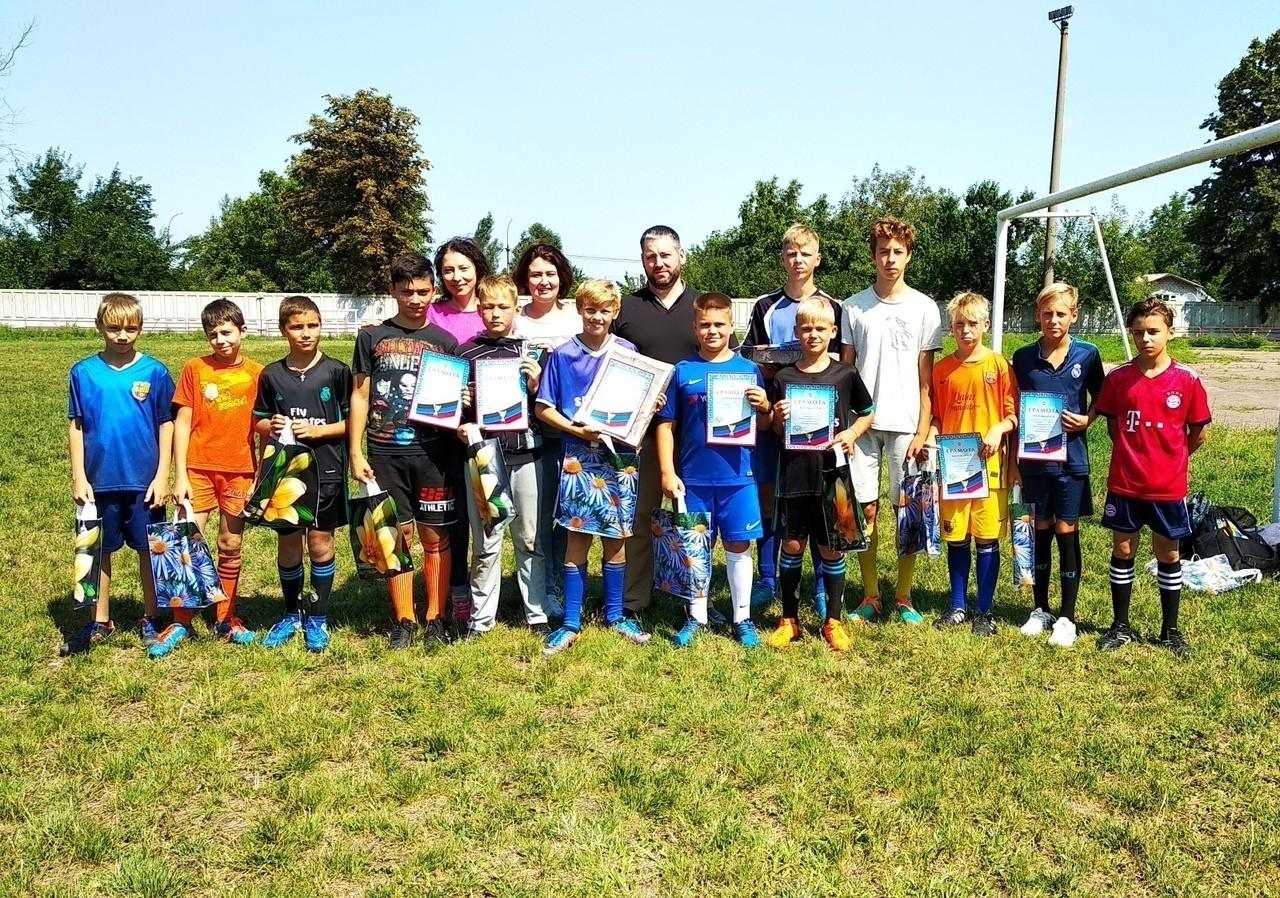 В городе Ясиноватая состоялся матч по футболу среди дворовых команд