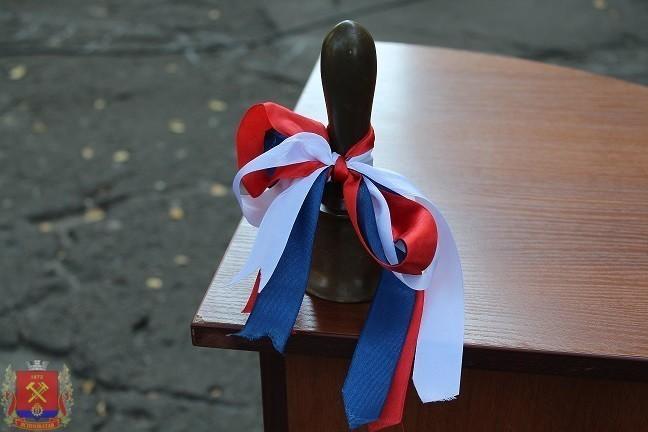 В городе Ясиноватая состоялись торжественные линейки ко Дню знаний