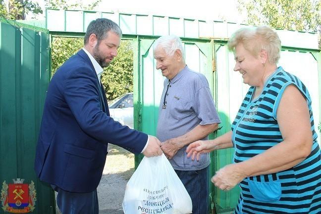 Глава администрации Д.С. Шевченко посетил ветеранов