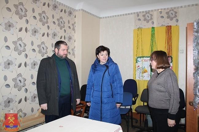 Глава администрации Д.С. Шевченко с рабочим визитом посетил Ясиноватскую городскую организацию женщин