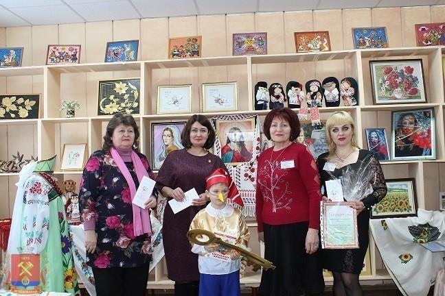 Презентация выставки Горловского музея миниатюрных книг