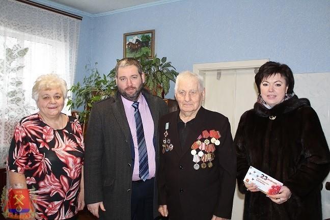 Глава администрации посетил ветеранов и вручил продуктовые наборы ко Дню защитника Отечества