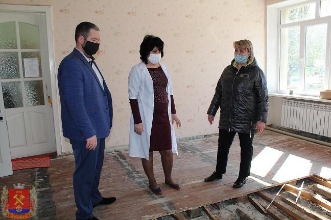 Глава администрации проконтролировал ход ремонтных работ на социально значимых объектах