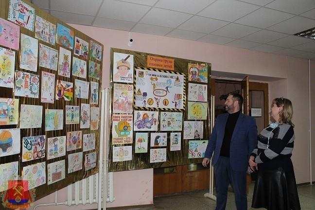 Выставка рисунков «Охрана труда глазами детей»
