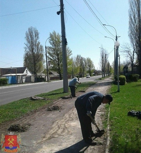 Весенние работы по благоустройству Ясиноватой продолжаются