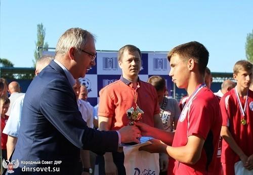 Владимир Бидёвка наградил победителей юношеского первенства сезона 2019-2020 года