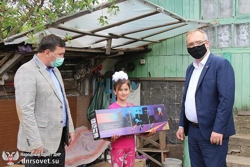 Владимир Бидёвка принял участие в благотворительной акции «Дерево желаний»