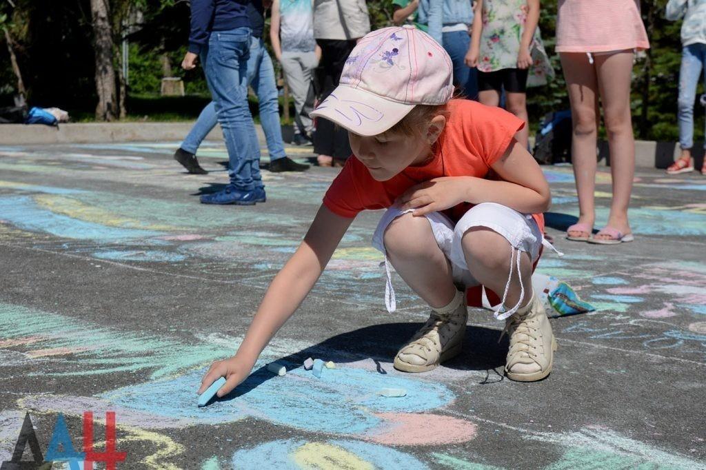 Глава ДНР поблагодарил всех неравнодушных к судьбам детей Республики