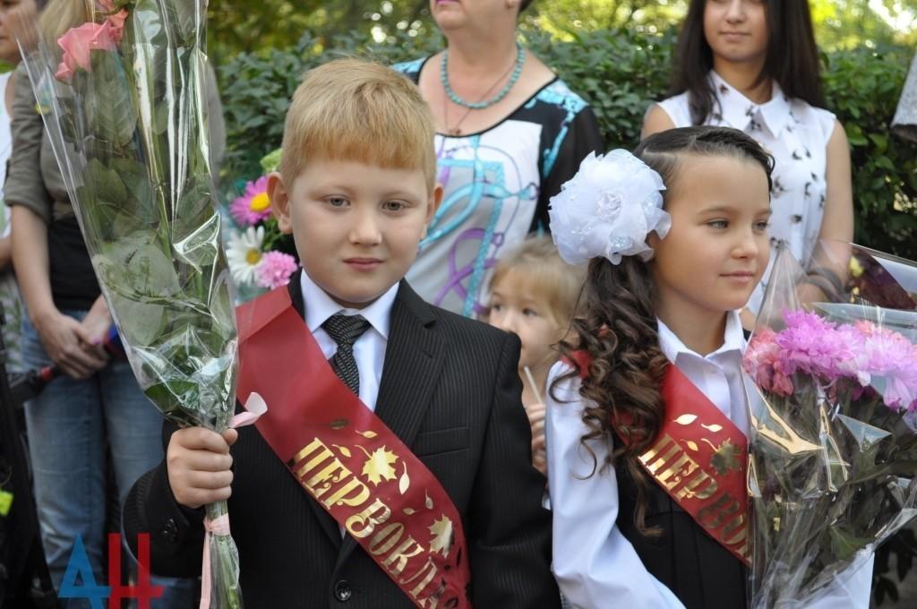 Минобрнауки ДНР рекомендует в День знаний ограничиться «линейками» для первоклассников и выпускников