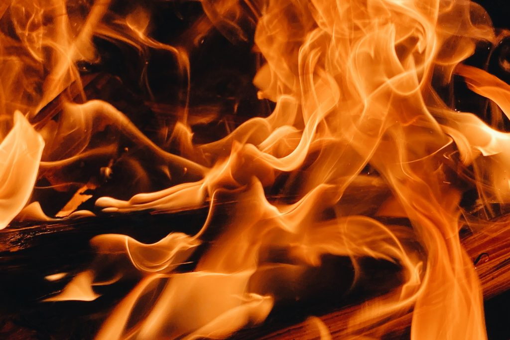 Сотрудники МЧС за сутки ликвидировали 40 пожаров, пострадали два человека