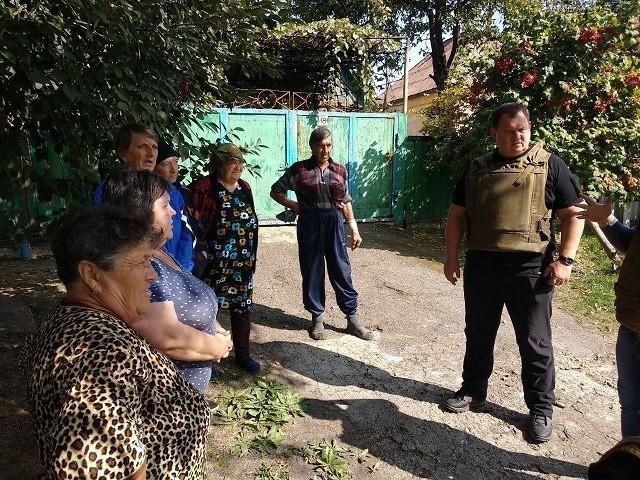 Общественники помогли жителям прифронтовых поселков