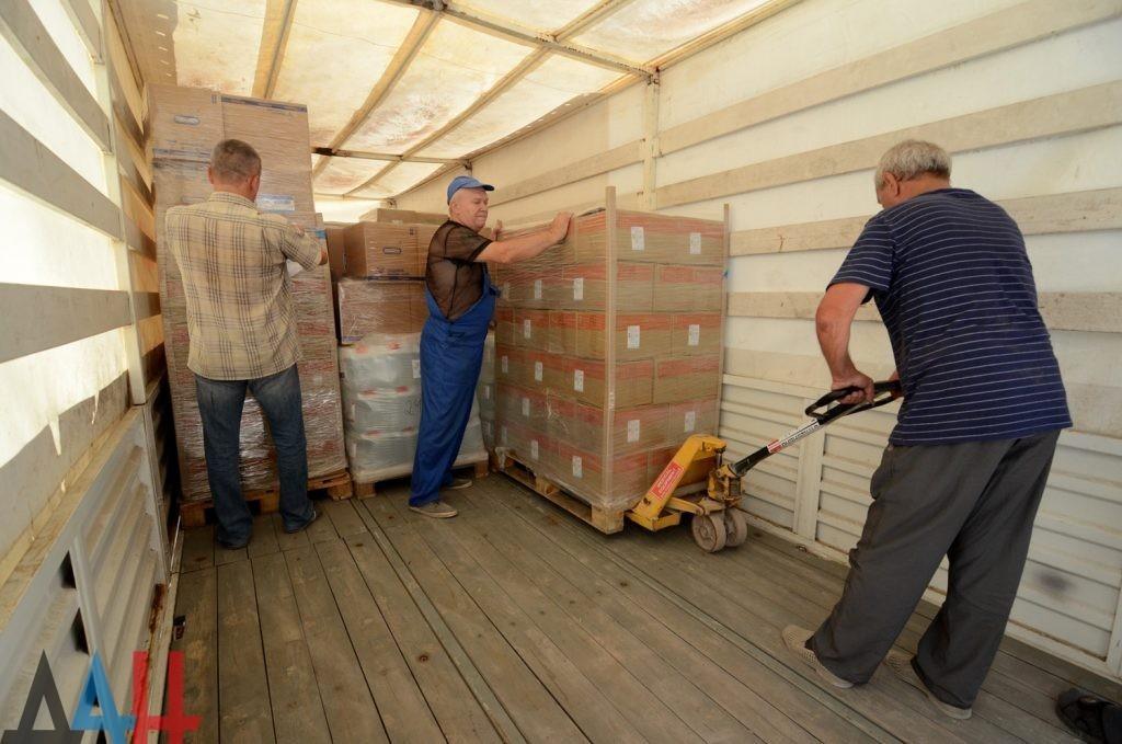 Российские спасатели доставили в ДНР около 65 тонн медикаментов и медоборудования
