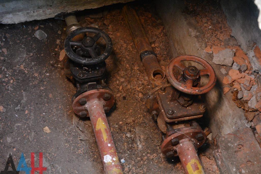 В ДНР ежегодно меняют на новые более 100 километров изношенных труб теплосетей – Минстрой