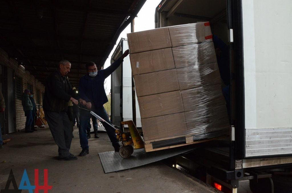 Гуманитарный конвой МЧС РФ доставил в Донецк более 60 тонн помощи, в том числе медпрепараты