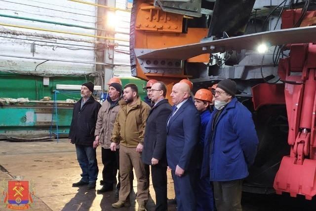 Денис Пушилин с рабочим визитом посетил Ясиноватский машиностроительный завод