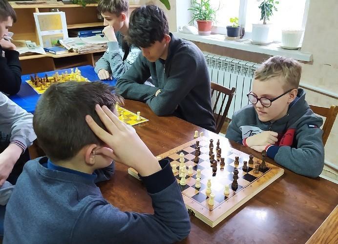 Соревнования по шахматам среди школьников