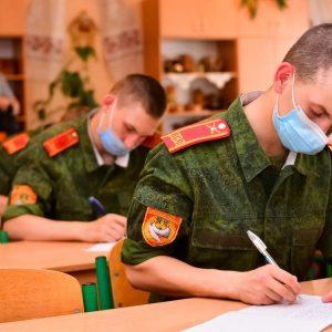 100 000 учащихся в ДНР написали диктант