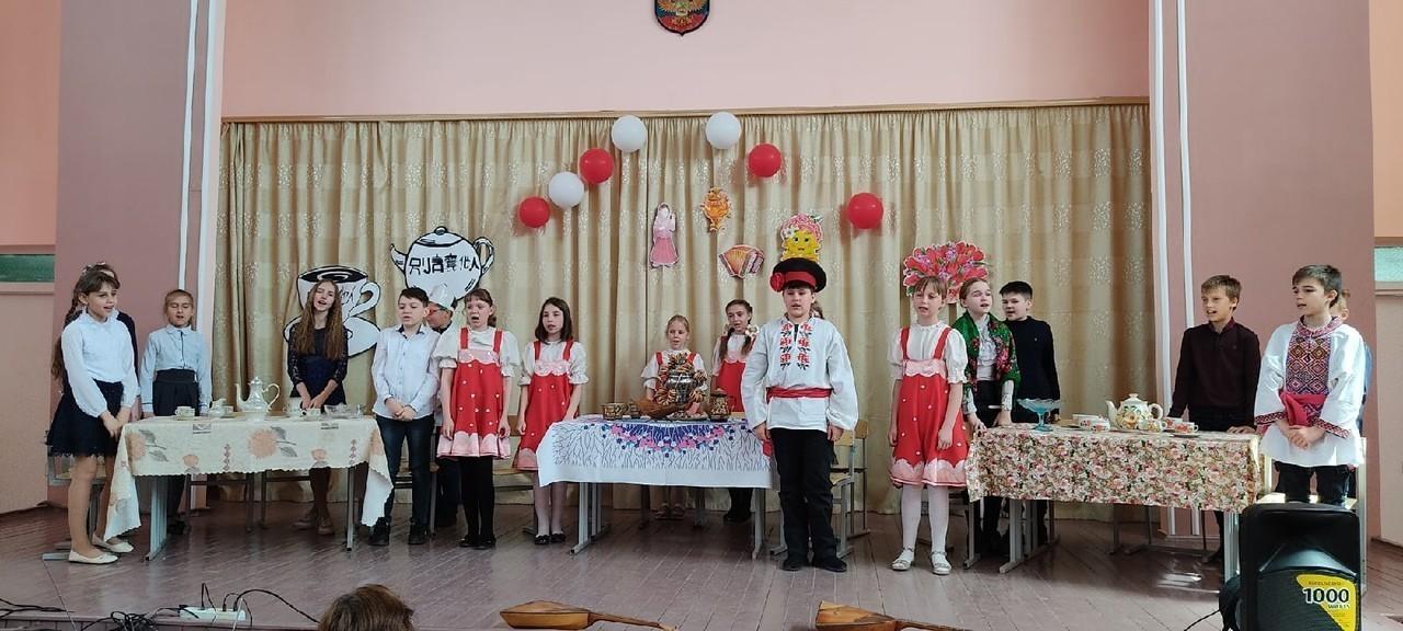 школьники и чаепитие