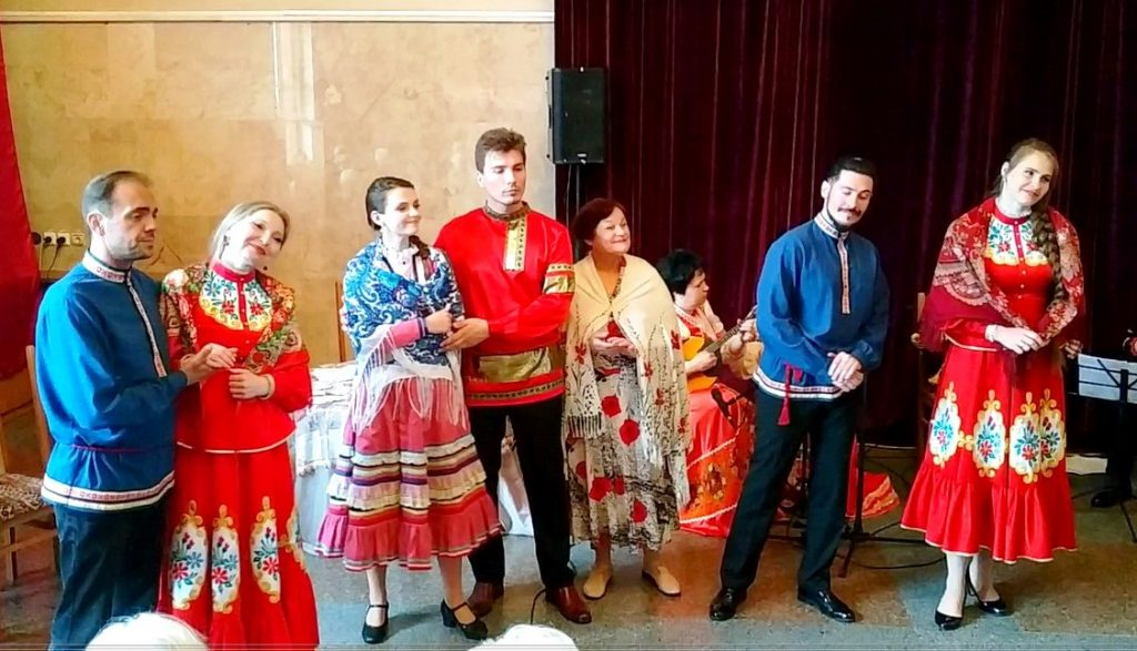 русские народные песни в Ясиноватой