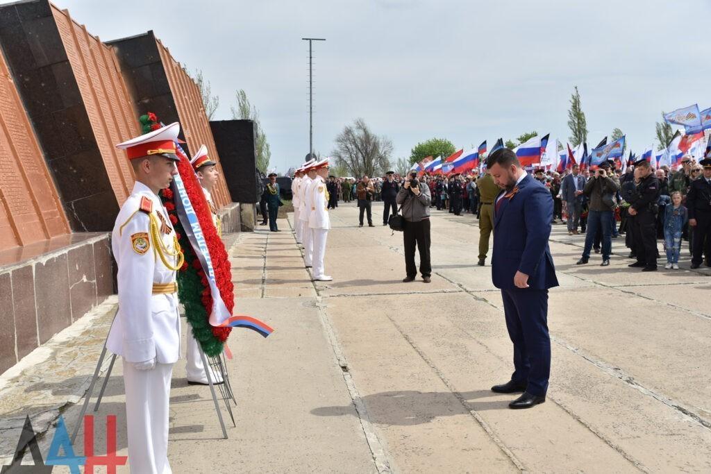 Донбасс почтил память бойцов Красной армии и Народного ополчения, павших в боях за Саур-Могилу