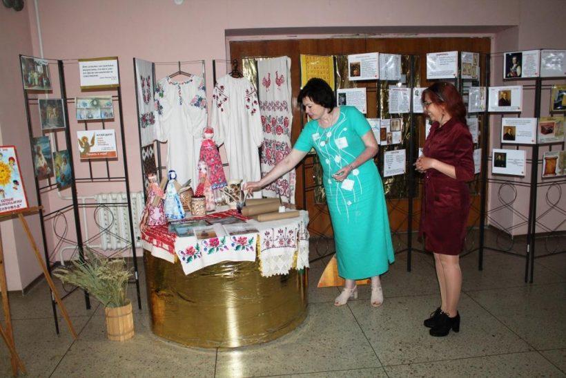 выставка в холе