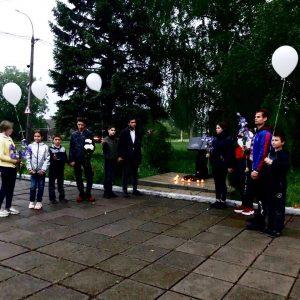 Молодежь Ясиноватой почтила память погибших детей на Донбассе!