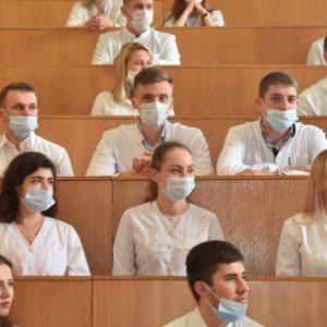Выпускники Донецкого медицинского университета получили денежные премии