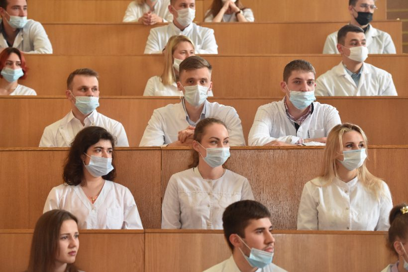 выпускники медицинского университета