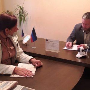 Глава города Ясиноватая Д. Шевченко провёл приём граждан в общественной приемной