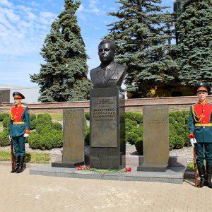 В Донецке почтили память первого Главы ДНР Александра Захарченко