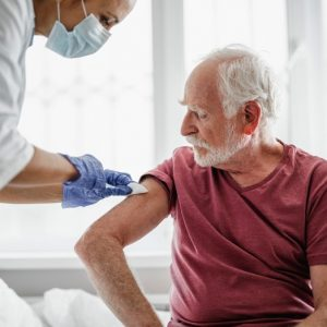 «Спутник Лайт» разрешен для вакцинации лиц старше 60 лет