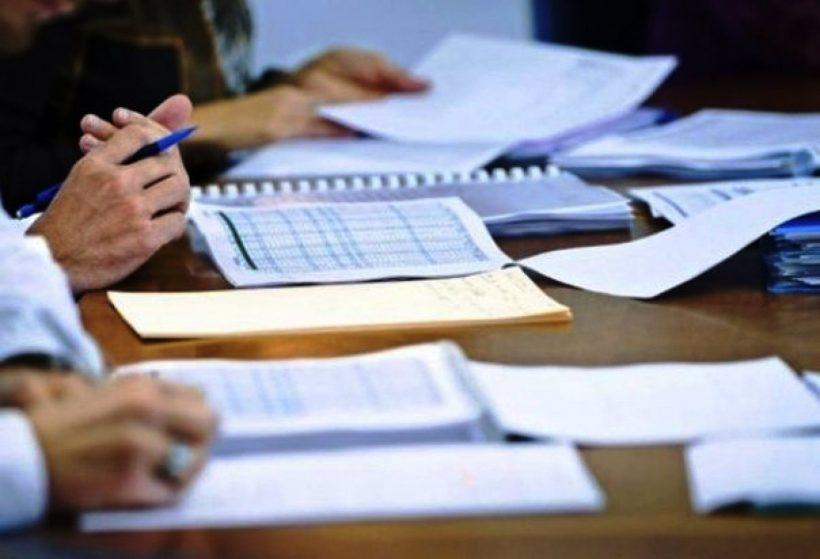 коммисия, документы, стол, бухгалтерия