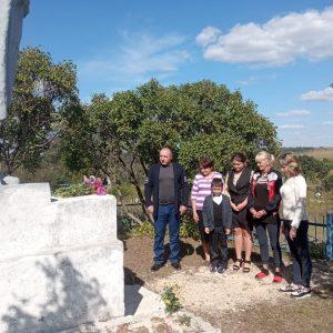 У братской могилы советских воинов в с. Васильевка