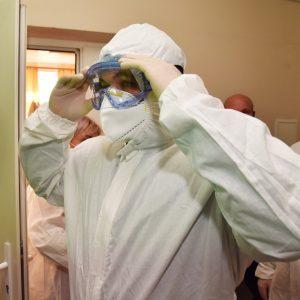 Денис Пушилин посетил ковидную базу, развернутую в ЦГКБ №1 города Донецка